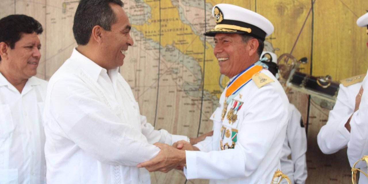 Participa Adrián López en toma de posesión del comandante de la X Zona Naval en LC