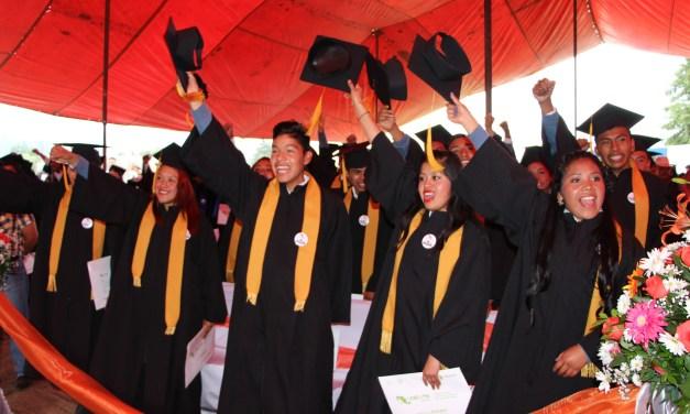 Egresan estudiantes del CECyTEM comprometidos con la sociedad