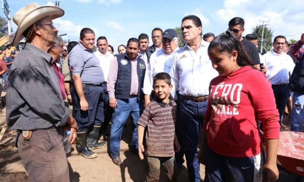 Apoya Gobernador a familias de Tlazazalca afectadas por tromba