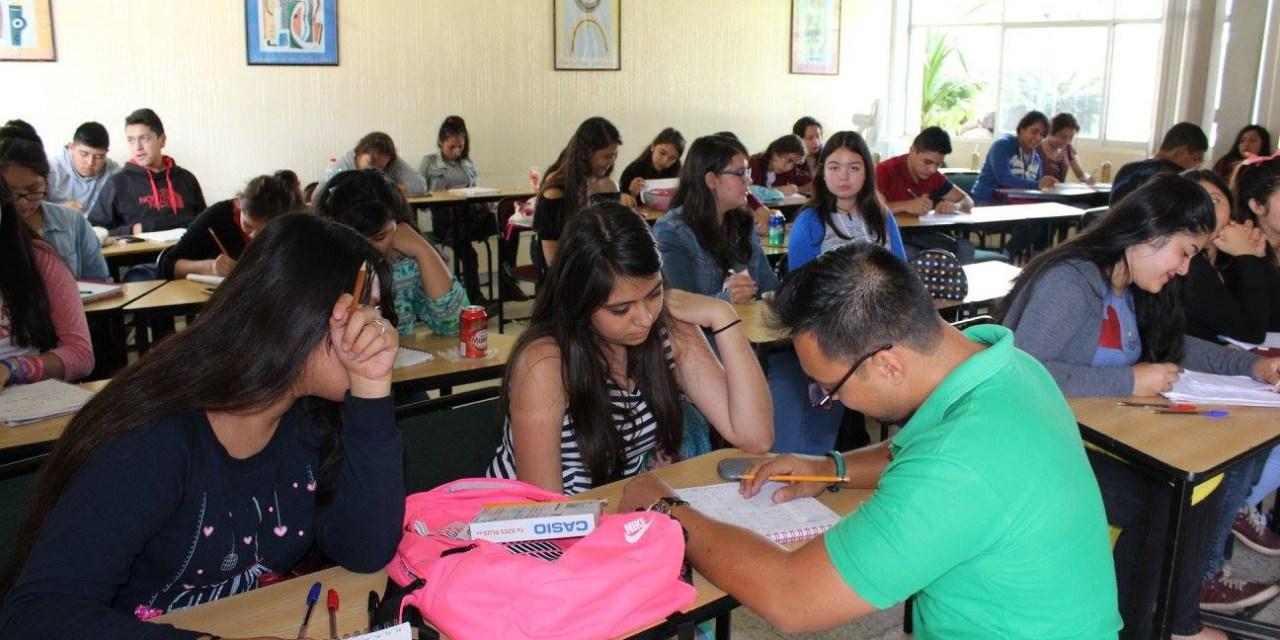 Estudiantes de nuevo ingreso del Conalep Michoacán asisten a cursos de inducción