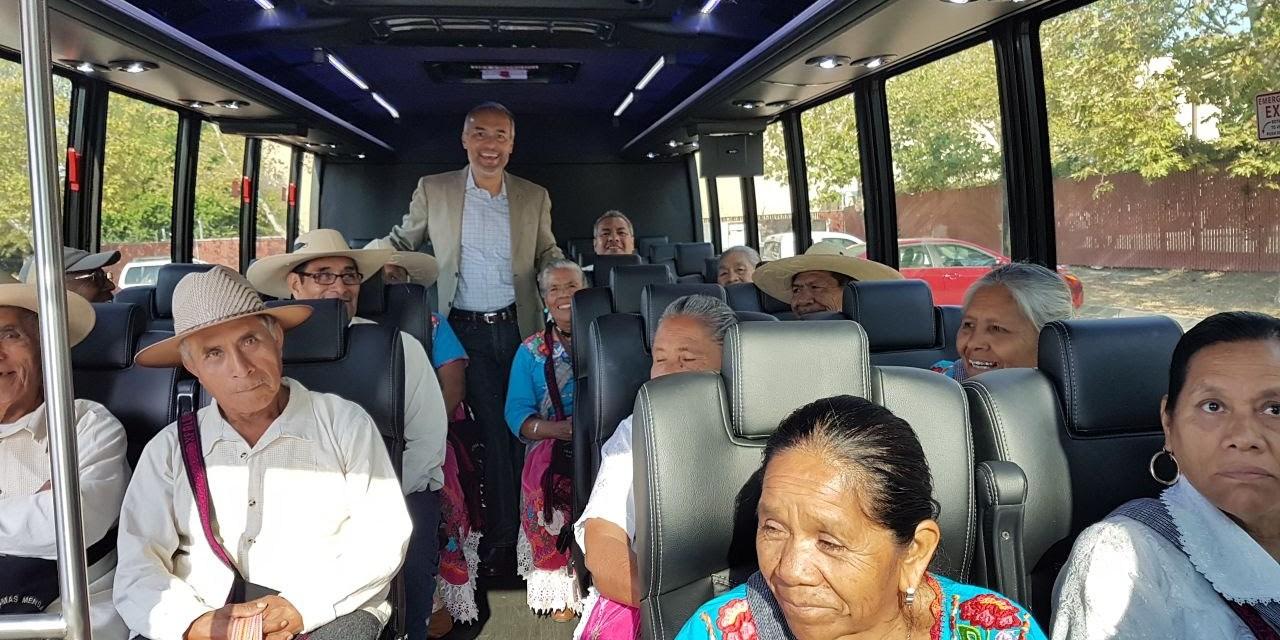 Con Palomas Mensajeras, adultos mayores de Caltzontzin se reencuentran con su familia en California