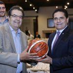 El Gobernador Silvano Aureoles Conejo con el presidente ejecutivo de Aguacateros de Michoacán