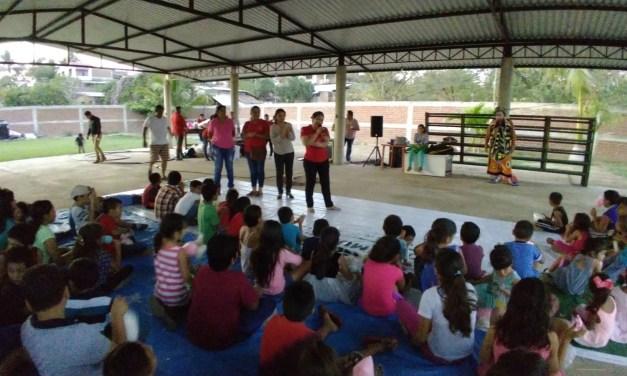 Lupita Chan hace fiesta a niños de El Bordonal