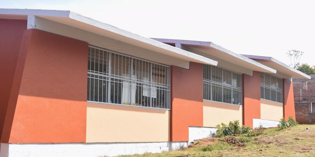 Rehabilita IIFEEM primarias indígenas en Santiago Tangamandapio