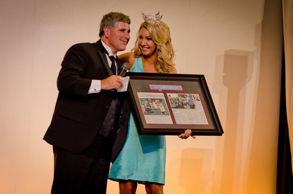 Miss Washington 2011 receiving a gift from Apple Physical Therapy