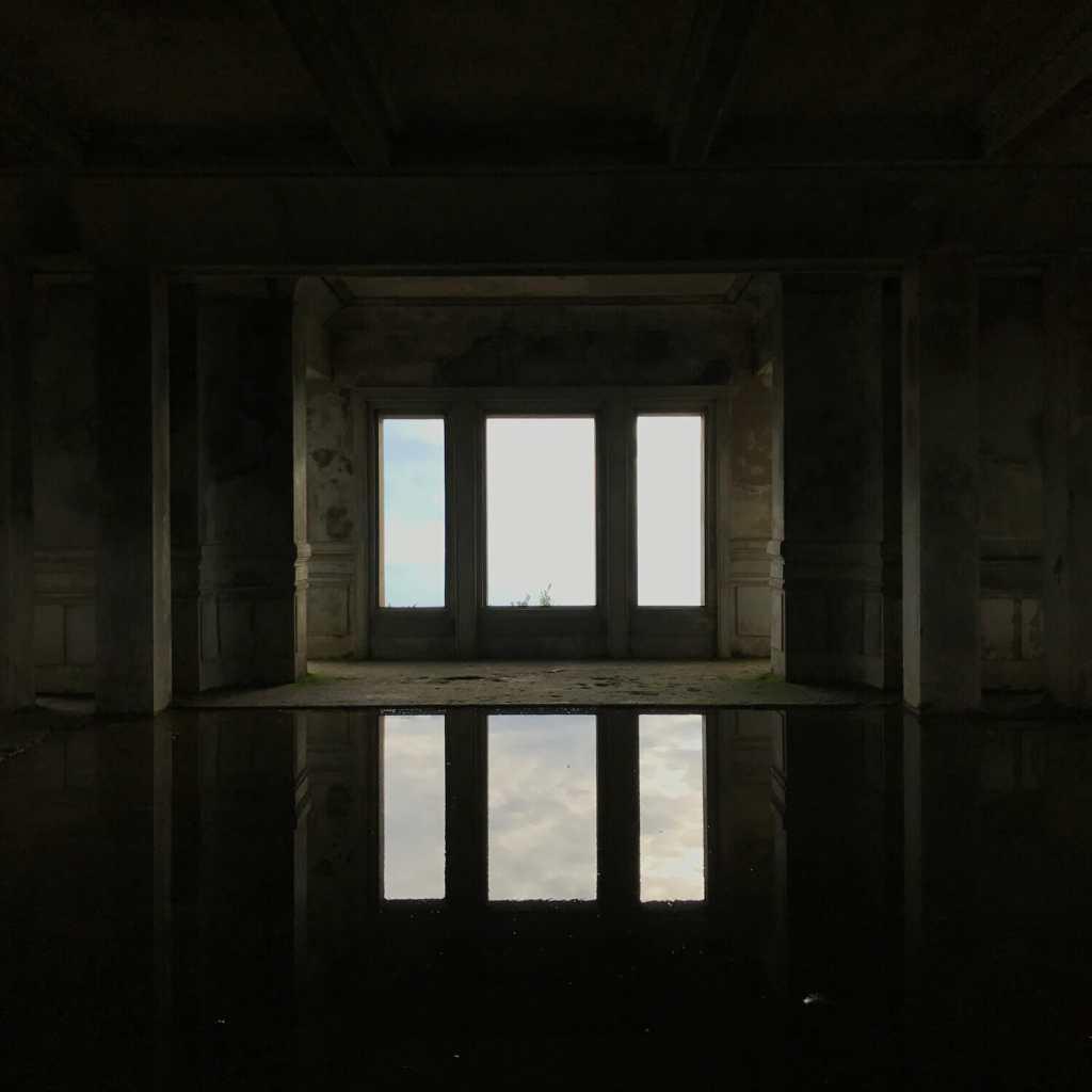 bokor-casino-reflectie