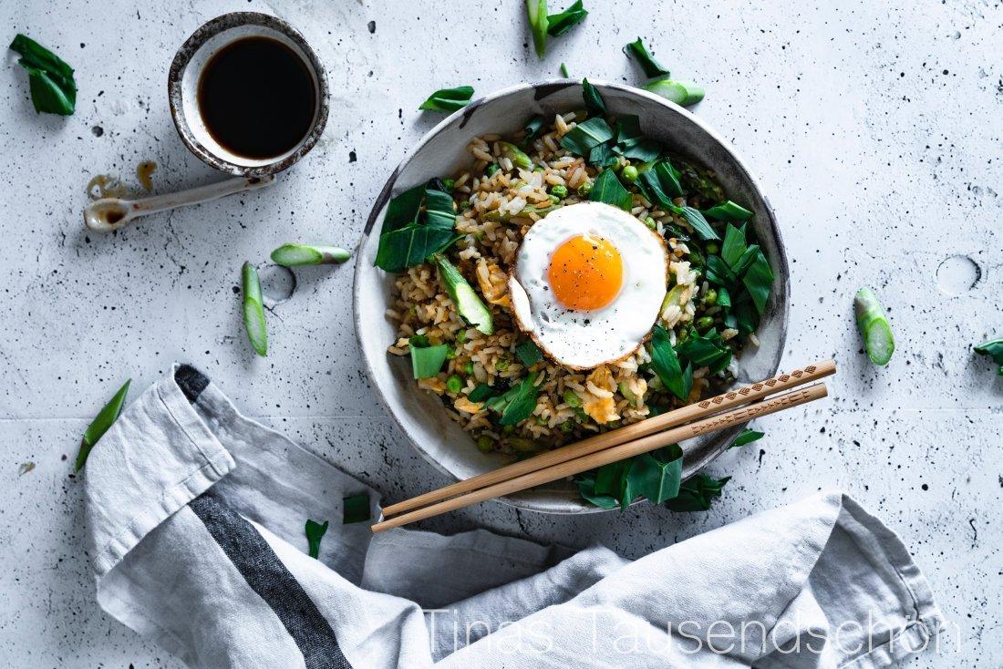 Fried Rice Spring Edition mit Bärlauch, Erbsen und grünem Spargel