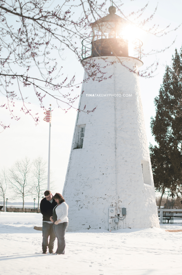 Have-De-Grace-Maternity-Maryland-Winter-Snow-Baby-Bump-Photographer-MD-VA-Lighthouse (1)