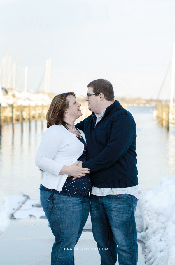 Have-De-Grace-Maternity-Maryland-Winter-Snow-Baby-Bump-Photographer-MD-VA-Pier-Harbor