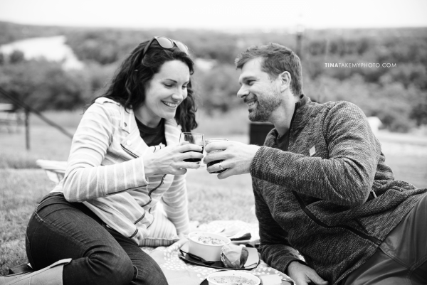 libby-hill-park-richmond-rva-engagement-anniversary-photographer-picnic-wine-dinner-cute-idea-TRT_0383