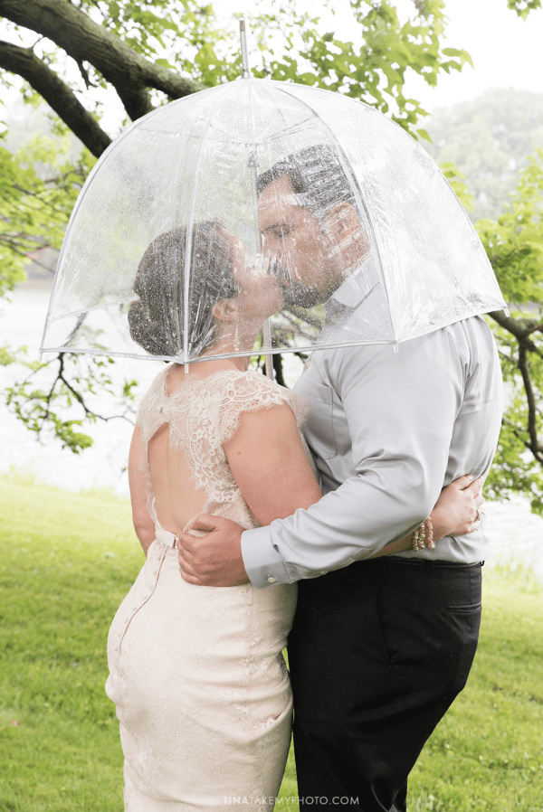 ridge-maryland-md-rainy-spring-wedding-photographer-winery-slack-woodlawn-clear-bubble-umbrella-lake-outdoor-spring-romantic-bride-groom-first-look-kiss-trt_0653