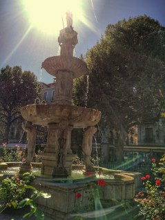 beautiful-fountain-in-centre-of-granada