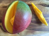 Mango-Spinat-Smoothie_Mango_zuschneiden