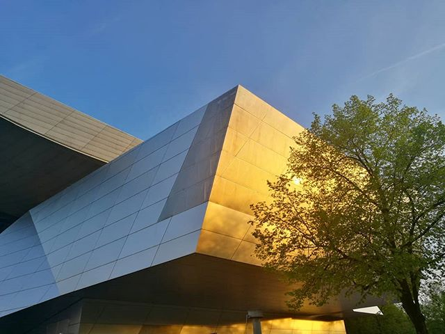 #nofilter #nofilterneeded #architecture #coophimmelblau #bmw #huaweip9 #huawei #huaweipleasesponsor #architecturelovers #archilovers #museum