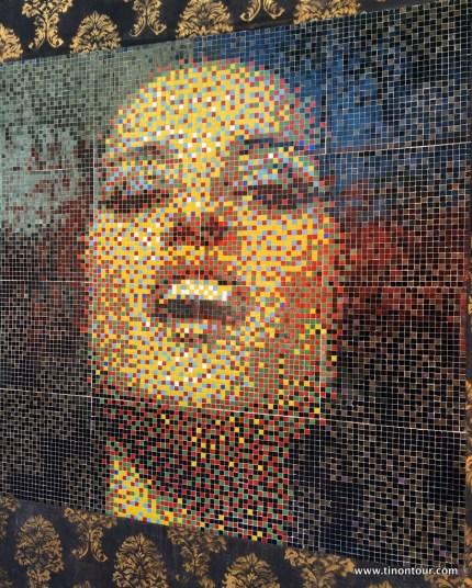 hohe Straßenkunst - Mosaik an Hauswänden in Bellavista