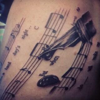 Tatuagens com o tema música (17)