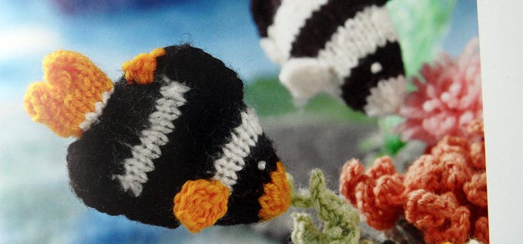 Mini Knitted Ocean - black and white fish