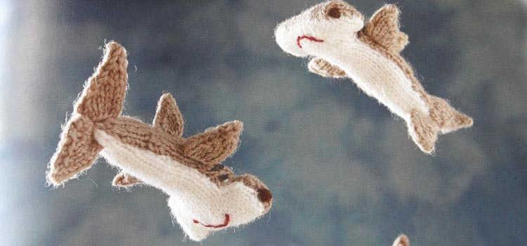 Mini Knitted Ocean - hammerhead sharks