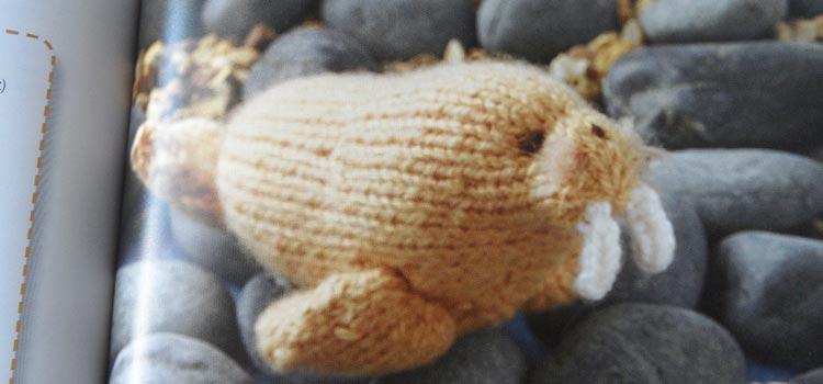 Mini Knitted Ocean - walrus