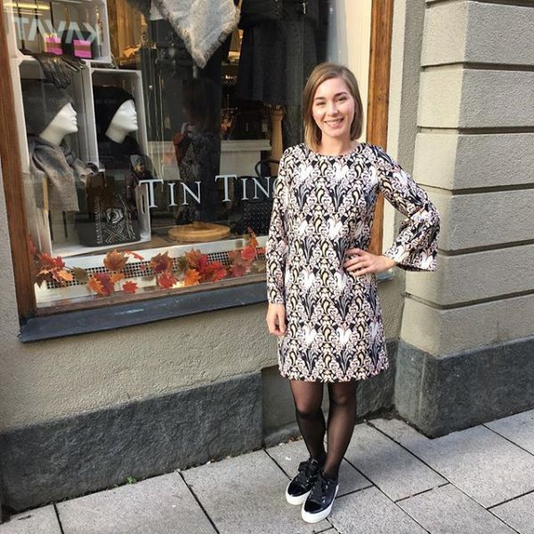 Supersnygg klänning från @modesstockholm finns även som blus #autumfashion #autumn #fw17 #falldress #dress #tintino #tintinofashion #gothenburg #fashionfriends #fashionfridays #loveit #lovelyfashion #iloveit #pattern