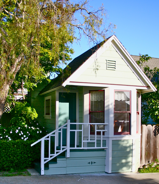 Tiny shotgun house in pacific grove for Builder house plans cottage of the year
