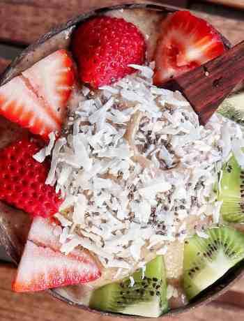 Strawberry Kiwi Smoothie Bowl