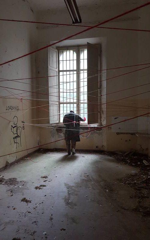 Manichino all'interno del Padiglione Charcot nell'ex manicomio di Volterra