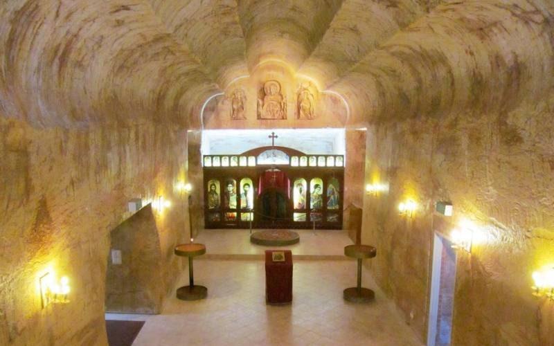 Chiesa ortodossa scavata nella roccia di Coober Pedy, la città sotterranea del South Australia