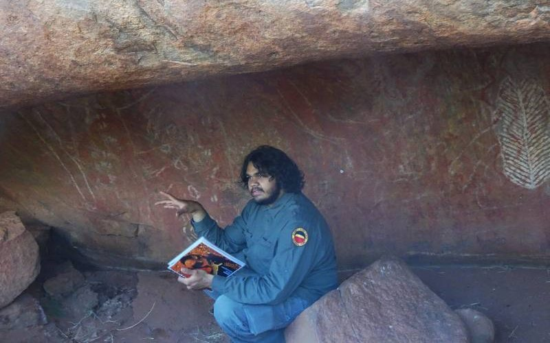 Visita guidata al Mala Walk di Uluru insieme ad un Ranger aborigeno del Parco