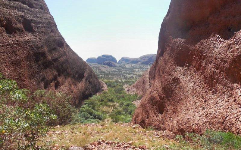 Vista di Kata Tjuta dal punto panoramico Karingana nel percorso Valley of the Winds