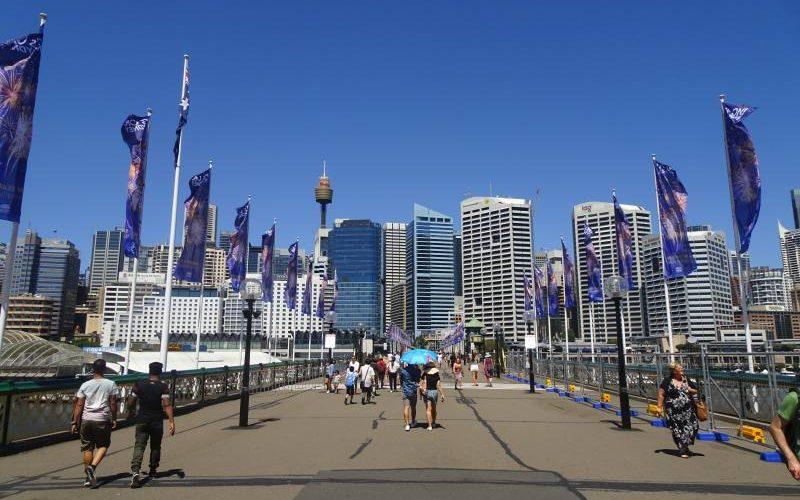 Grattacieli sull'oceano a Darling Harbour a Sydney