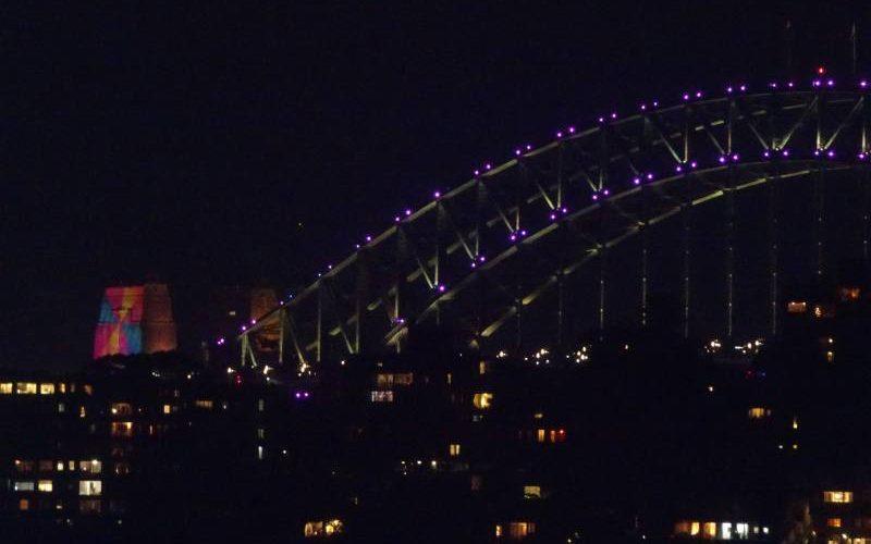 Proiezioni sui piloni dell'Harbour Bridge durante il Capodanno di Sydney