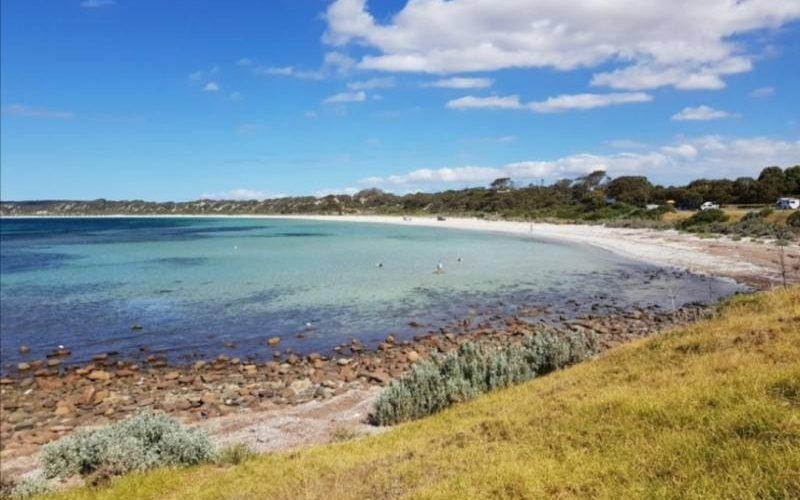 Baia con spiaggia a Emu Bay a Kangaroo Island