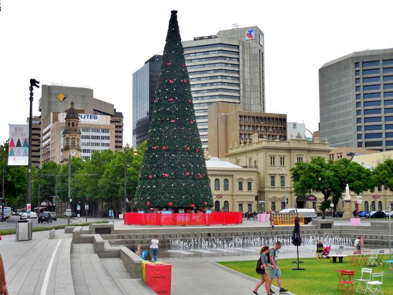 Vista della città di Adelaide dalla sua piazza principale Victoria Square (Tarntanyangga)