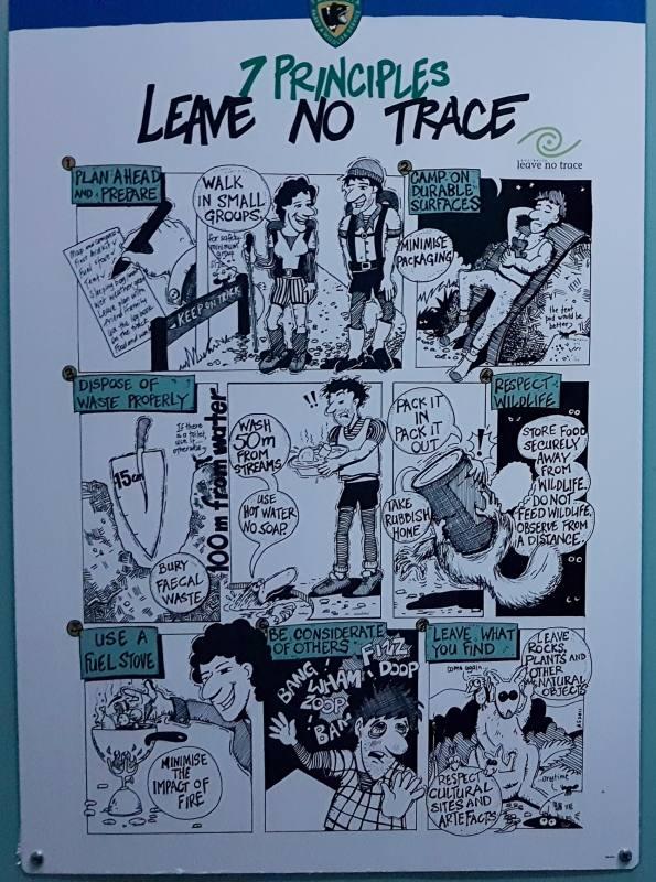 """Cartello """"Leave No Trace, le 7 regole per non lasciare tracce durante l'Overland Track in Tasmania"""