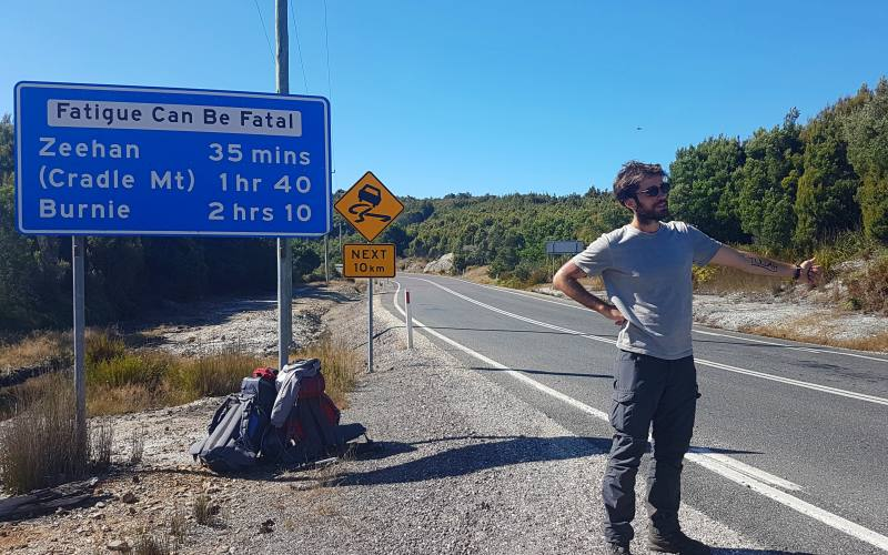 Tentativo di autostop di ritorno dal trekking Overland Track della Tasmania in Australia
