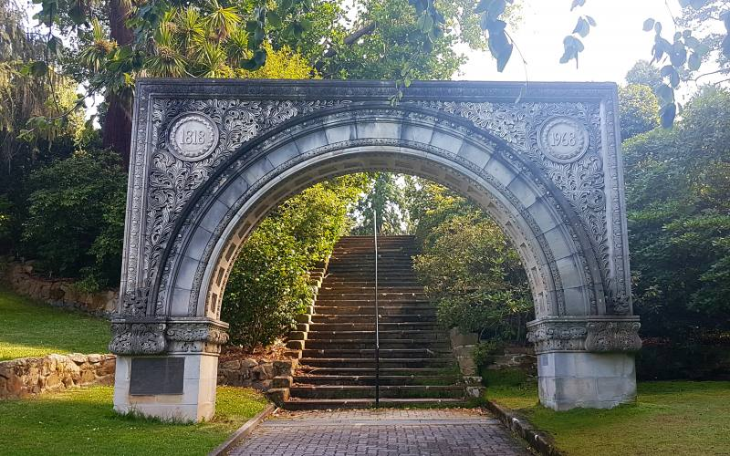 "Arco di pietra per i 150 anni dei ""Royal Botanic Gardens"", i Giardini Botanici da vedere a Hobart in Tasmania"