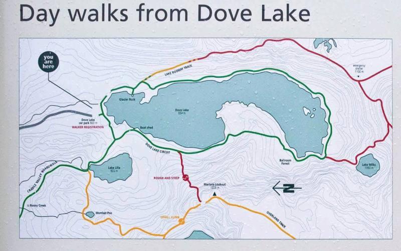 La mappa dei percorsi di trekking vicino Dove Lake, il lago in Tasmania con vista Cradle Mountain