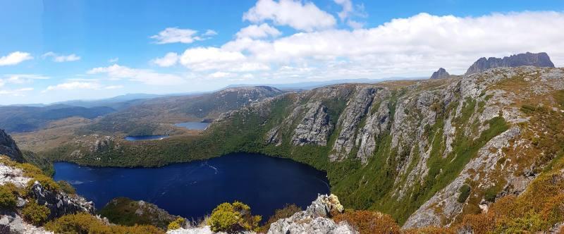 """Punto panoramico """"Crater Peak"""" nel percorso """"Horse Track"""" con vista laghi e Cradle Mountain"""
