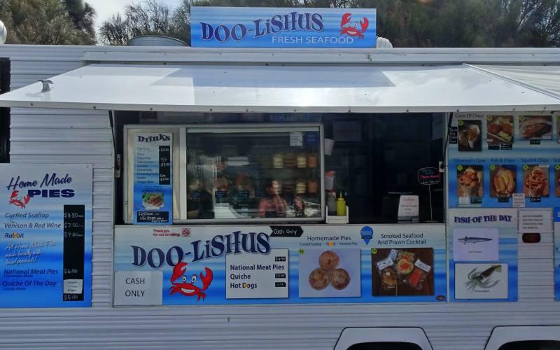 """Food-truck """"Doo-lishus"""" nel parcheggio del Blowhole nella Tasman Peninsula"""
