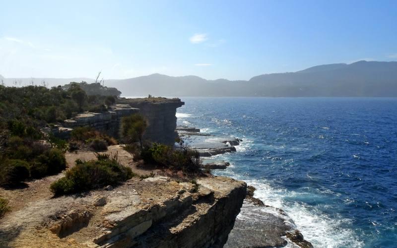 Vista della Fossil Bay dentro la Tasman Peninsula in Tasmania