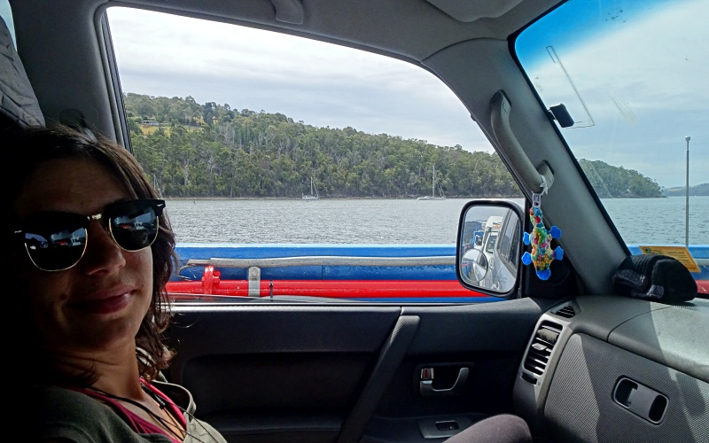"""In auto sul traghetto """"SeaLink"""" per Bruny Island in Tasmania"""