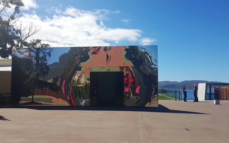 Ingresso del MONA, il museo sotterraneo di Hobart