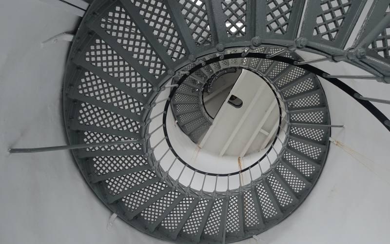 """Scala a chiocciola all'interno del faro """"Cape Bruny Lighthouse"""" nell'isola di Bruny Island"""