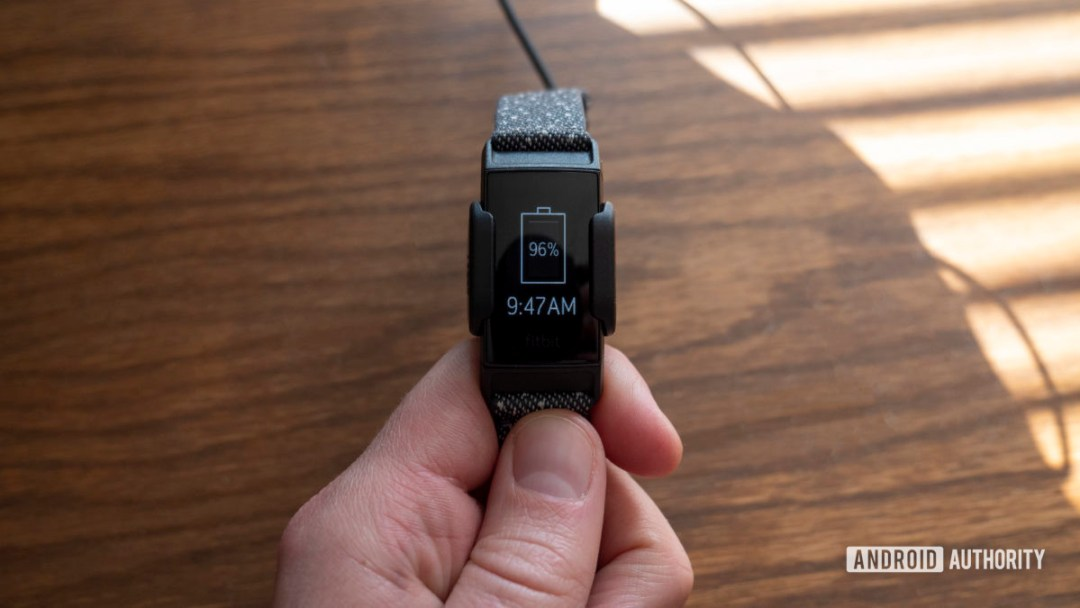 fitbit charge 4 review battery charging cable