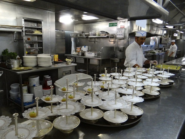 Silversea kitchen galley tour and insights on silver for Cocinas para barcos