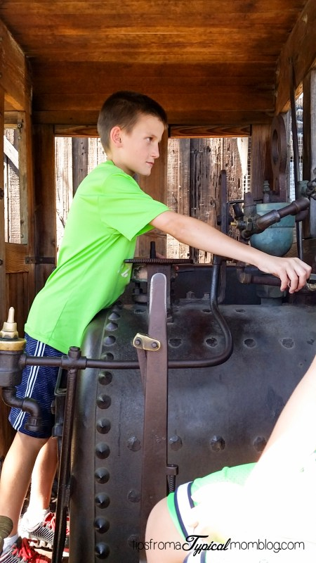 Visiting Knott's Berry Farm with Kids