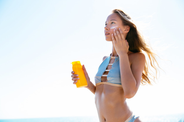 10 Simple Tips & Tricks to Have a Glowing Skin