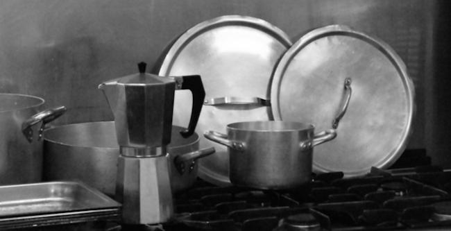 Menghilangkan Noda Minyak di Dapur