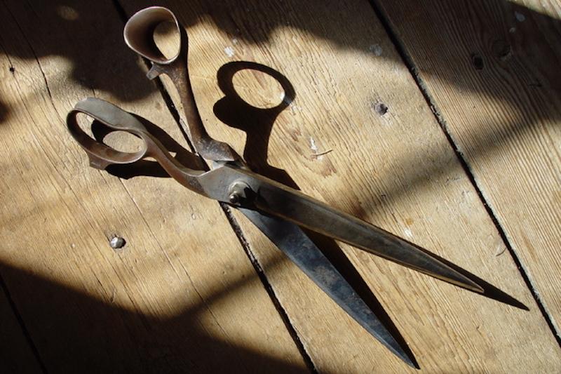 cara membersihkan gunting berkarat